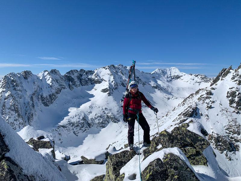 mala basta na skialpoch hreben